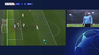 Champions, la Uefa spiega perché il Var ha annullato il gol dell'Ajax al Real