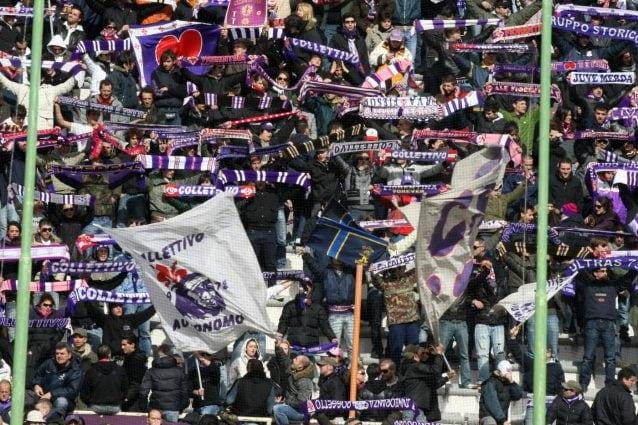 Cagliari-Fiorentina, Daniele Atzori muore d'infarto sugli spalti: bufera social per cori indegni