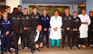 Nazionale, Mancini e i giocatori in visita all'Ospedale dei bambini di Parma