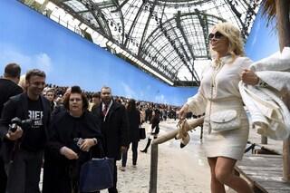 """Rami e Pamela Anderson al Marsiglia: """"100mila euro per Notre Dame, e ai bambini poveri?"""""""