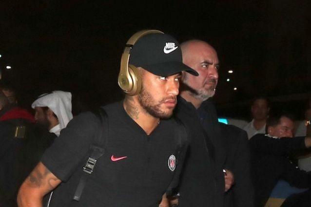 Neymar squalificato per 3 giornate dopo gli insulti all'arbitro sui social