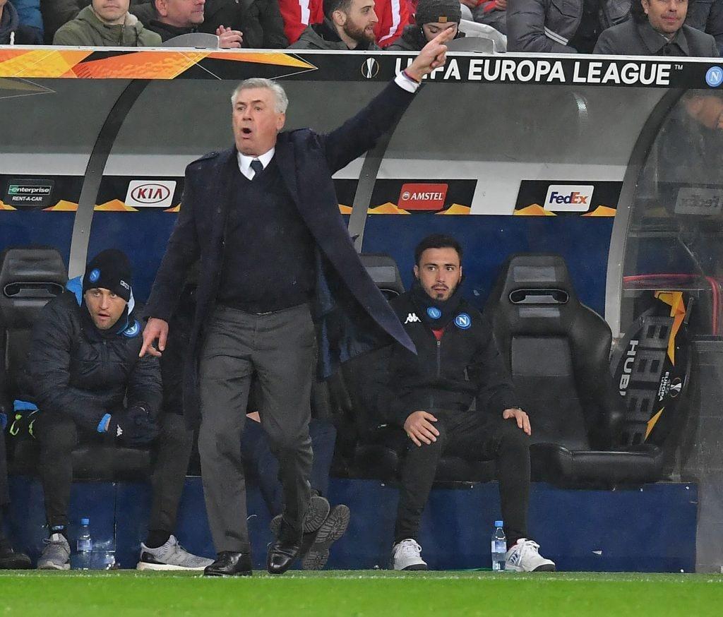 Napoli, rabbia Ancelotti nell'intervallo del match col Genoa: squadra in ritiro