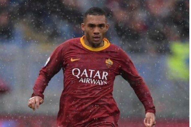 La foto postata dal calciatore della Roma sull'account ufficiale di Twitter