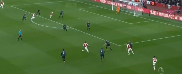 Contro il Manchester United, la posizione di Pogba facilita gli inserimenti da destra verso il centro