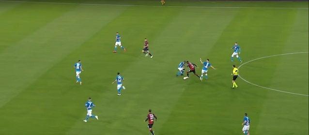 Kouamé salta secco Koulibaly e avvia l'azione del gol del Genoa