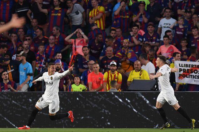 Coppa del Re, Barcellona-Valencia 1-2: decidono i gol di Gameiro e Rodrigo