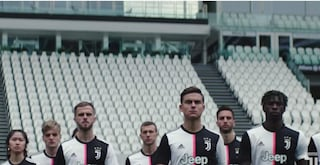 La Juventus presenta la nuova maglia 2019-2020, c'è anche Dybala
