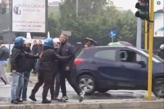 """La rabbia di Mihajlovic, trattenuto dagli agenti: """"A chi hai detto zingaro?"""""""
