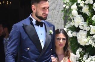 Antonio Donnarumma si sposa: l'abito del fratello Gigio fa discutere i social