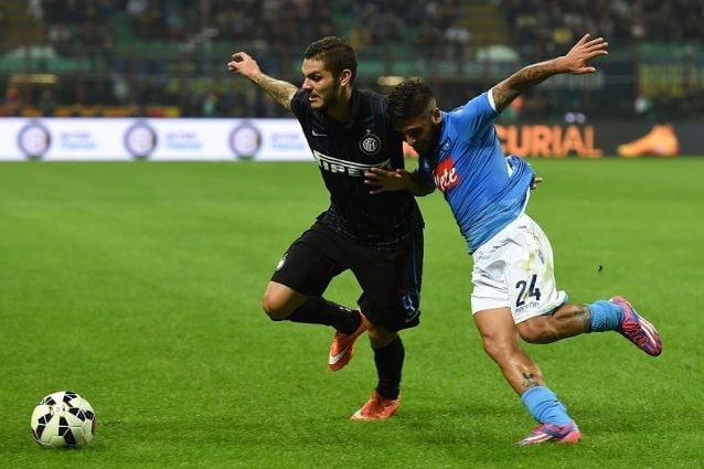 Icardi contrasta Insigne in un Inter–Napoli del 2014. I due calciatori al centro delle voci di mercato.