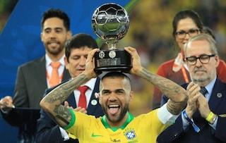 Dani Alves è il miglior giocatore della Copa America 2019, suo il record di trofei vinti