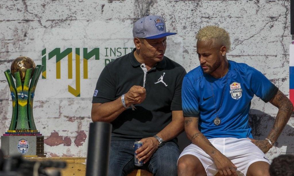 Psg, Neymar incontra Leonardo e torna ad allenarsi. Giallo intervista in Brasile