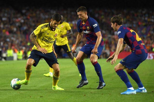 Juan Miranda (a destra) durante un'amichevole contro l'Arsenal