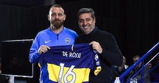"""Diego Maradona esalta De Rossi: """"Quando passa ci facciamo il segno della croce"""""""