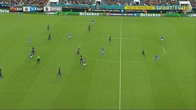 In questa azione, nella prima delle due amichevoli contro il Barcellona, si vede la disposizione degli azzurri nella fase di uscita del pallone da dietro