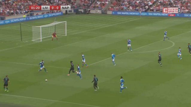 Contro il Liverpool, qui le due linee di difesa e centrocampo si schiacciano: a parte gli attaccanti, il resto della squadra è a ridosso dell'area. La spaccatura è evidente