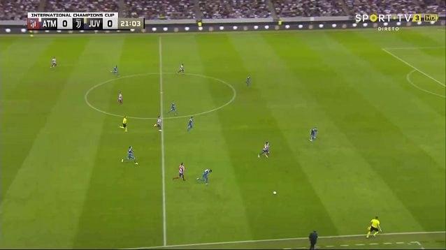 Lo spazio tra la difesa e il centrocampo facilitano la verticalizzazione e il contropiede dell'Atletico Madrid. Rabiot e Alex Sandro sono in ritardo, De Ligt esce sull'uomo ma sbilancia la linea