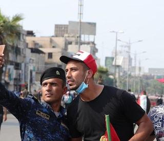 Ali Adnan torna in Iraq e lotta in piazza con i manifestanti
