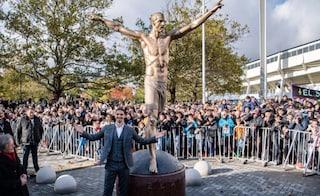 Ibrahimovic inaugura la sua statua a Malmoe e invita i ragazzi a marinare la scuola