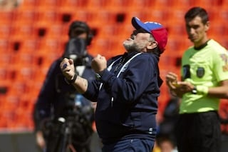 Argentina, Maradona vince la sua prima partita con il Gimnasia: battuto il Godoy Cruz 4-2