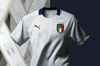 """Italia, presentata la nuova maglia Away: interamente bianca in """"linea con la tradizione"""""""