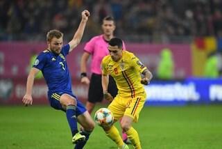 Cori razzisti in Romania-Svezia, l'arbitro Orsato sospende il match per alcuni minuti
