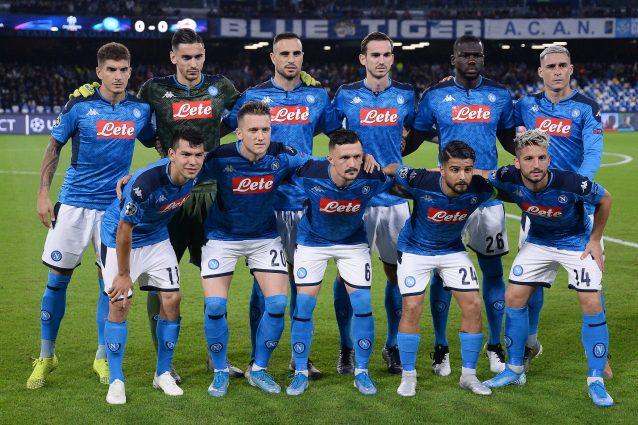 Napoli, contestazione ultras fuori da stadio: