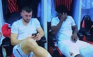 Rebic, Kessie e Biglia negli spogliatoi con il telefonino: infuriati i tifosi del Milan
