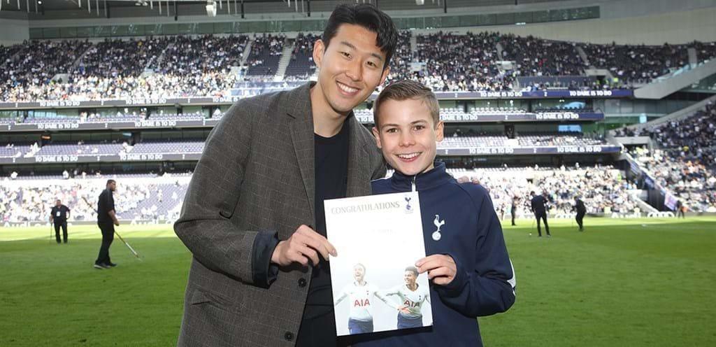 Callum Hynes insieme a Heung–Min Son – Copyright sito Tottenham