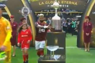 Gabigol sfata l'ultimo tabù: in Libertadores, prima tocca la Coppa poi la vince