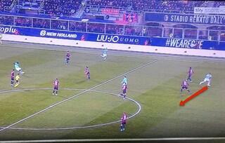 Moviola Bologna-Inter, annullati i gol a Lautaro e Lukaku. Rigore netto su Martinez