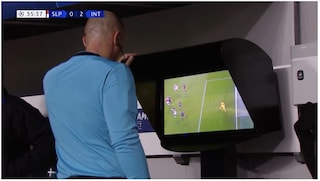 Moviola Slavia Praga-Inter: perché il gol di Lukaku è annullato col Var, c'è rigore contro