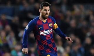 Madrid, la Federazione spagnola celebra Leo Messi con una statua
