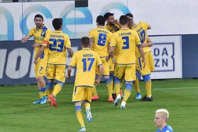 Frosinone–Pordenone e le partite di calcio in tv oggi