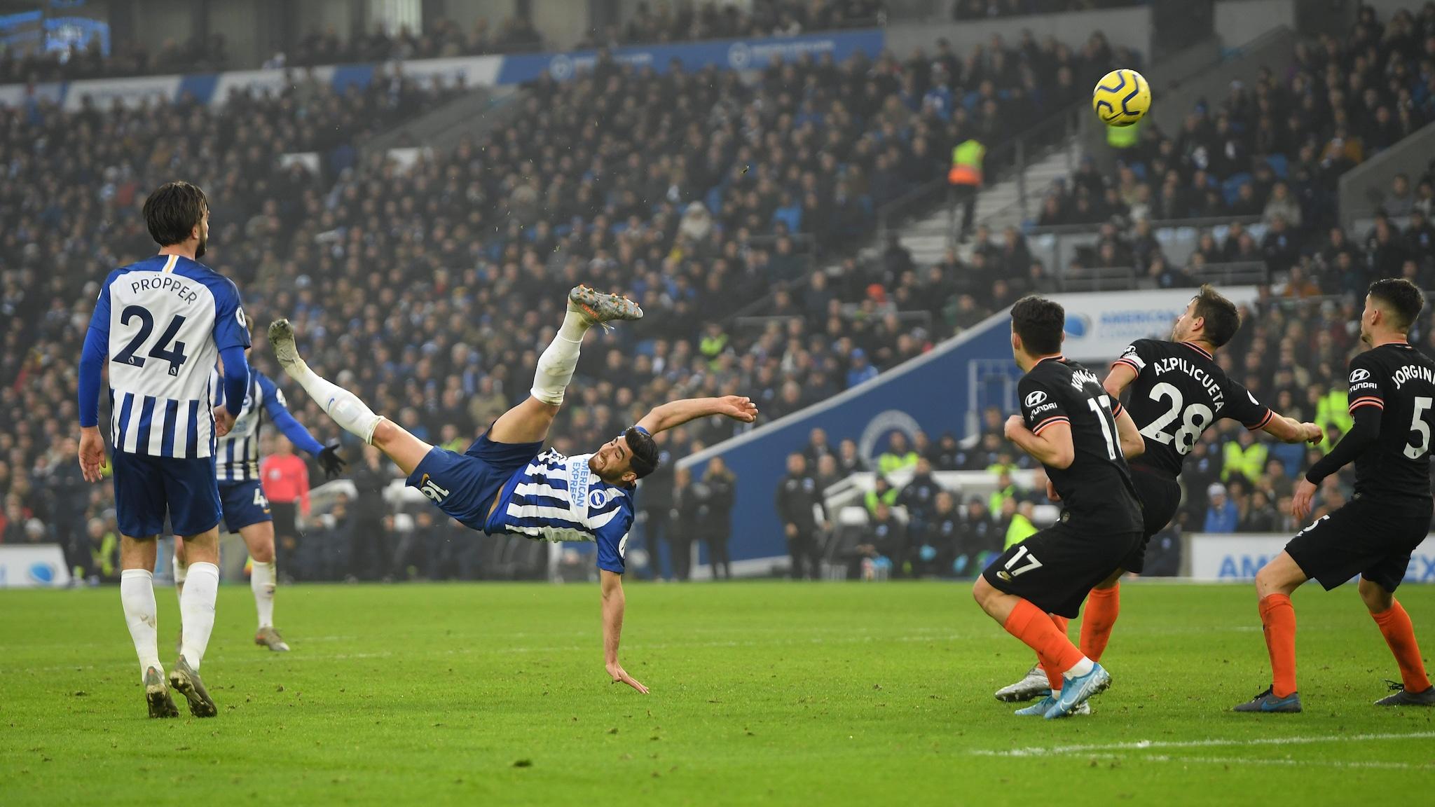 Alireza Jahanbakhsh a segno contro il Chelsea.