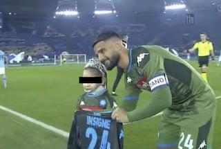 Lazio-Napoli: la piccola Noemi in campo con Immobile e riceve la maglia di Insigne