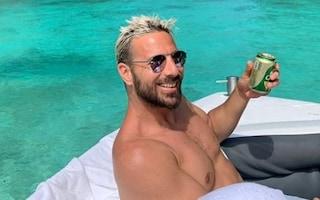 Pizarro si fa fotografare con una birra mentre il Werder è penultimo: esplode la polemica