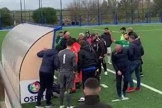 Medico colpito da infarto e match sospeso: squadre di nuovo in campo per soli 3 minuti