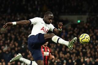 Sissoko infortunato, si opera al ginocchio. Il centrocampista del Tottenham fuori 3 mesi