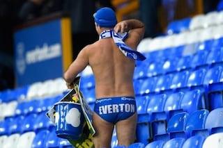 Attraversa l'Inghilterra in mutande per beneficenza: il Liverpool gli regala il derby