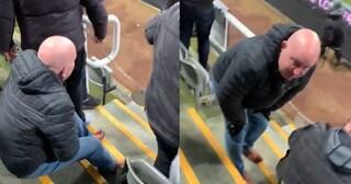 Premier, tifoso del Newcastle colpito nelle parti basse dopo l'esultanza con il Chelsea