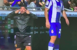 Spagna, mima gli occhi a mandorla: vice allenatore del Maiorca nella bufera