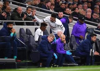 Tottenham, Dele Alli infuriato per la sostituzione rompe una bottiglietta in panchina