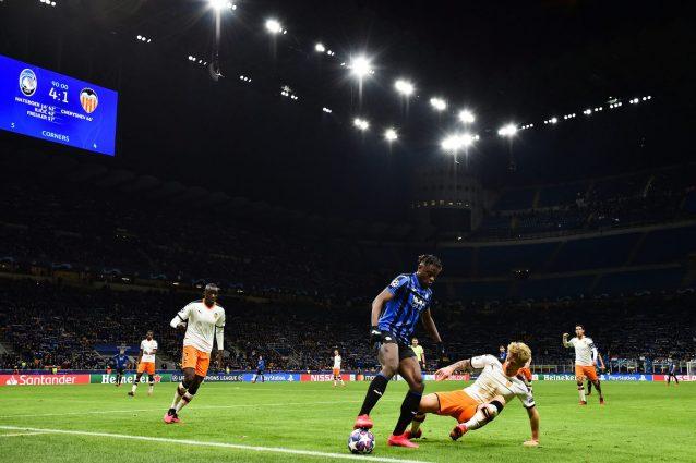 Coronavirus: sintomi per quattro tifosi del Valencia dopo la trasferta di Milano