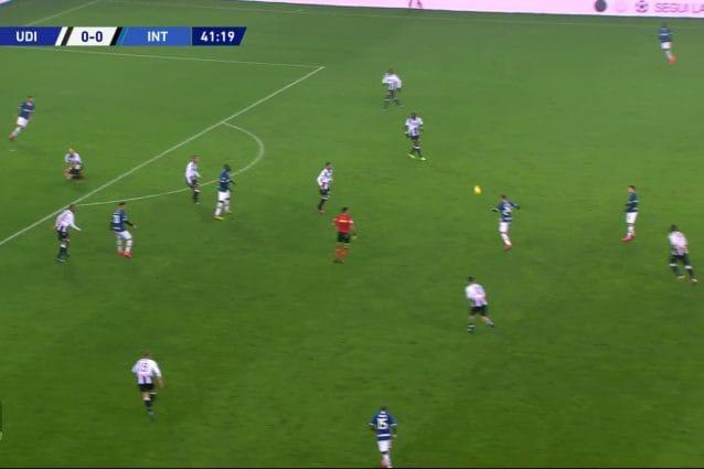 Il recupero alto del pallone di Eriksen contro l'Udinese