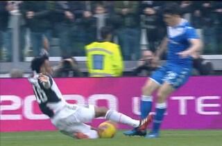 Moviola Juventus-Brescia: Cuadrado rischia il rosso con il tackle su Bisoli