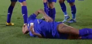 Deyverson segna in Getafe-Ajax e poi viene colpito da un accendino