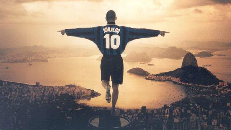 La storica campagna di Pirelli per l'Inter con Ronaldo come il Cristo Redentore